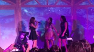 "Júlia Gomes cantando ""Zen"" com a Anitta no aniversário da Cathe Azar"