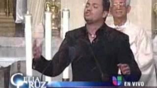 Victor Manuelle   La Vida Es Un Carnaval A Capella En la Iglesia, Sepelio y Homenaje a Celia Cruz