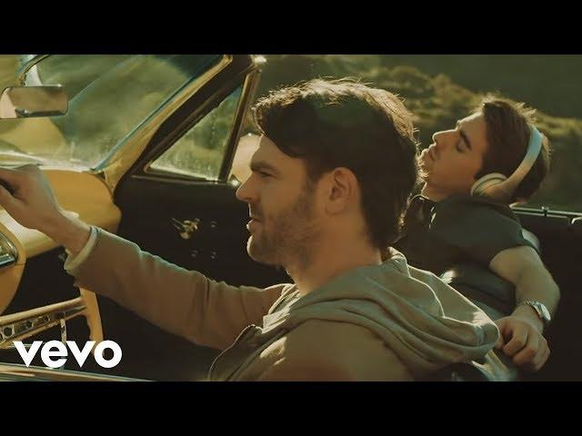 "Video oficial de ""Don't let me down"" de The Chainsmokers feat Daya"