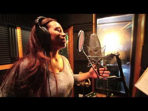 Amazing vocalist shocks a group of musicians in the studio…