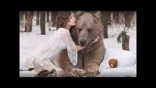 CRAZY RUSSIANS GIRLS.  Photo shoot with a live BEAR