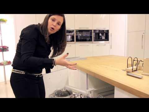 """סרטון: פינות """"מתות"""" בארונות המטבח: לבטל או לנצל?"""