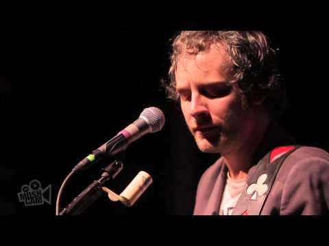 deer-tick-song-about-a-man-live-in-new-york-moshcam-moshcam