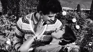 Zara Dekh Sanam - Manoj Kumar, Rajshree, Lata Mangeshkar, Grahasti Song width=