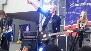 R5 performing Heard It On The Radio