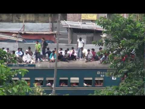 Dhaka. Bangladesh. Travel on the rooftop of a train