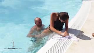 Concursante de Miss España cae en una piscina.