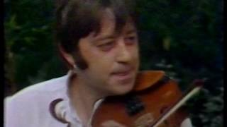 Dave Swarbrick and Simon Nicol : Merry Boys Of Greenland (live 1983)