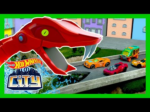 ROBO-VIPER TRAFFIC JAM! 🐍🚦💥 | Hot Wheels City | @Hot Wheels