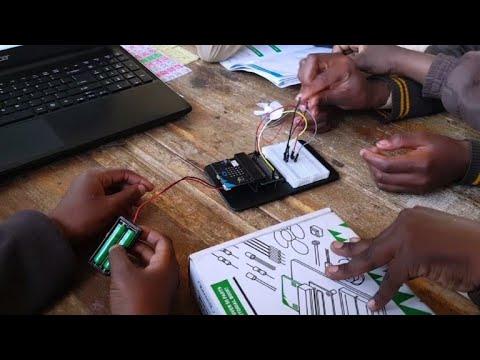 نوادي التشفير المعلوماتي توسّع أفق أطفال الأحياء الفقيرة في جنوب إفريقيا