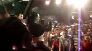 Mulher melancia mostrando o rabo de sainha ! Show de funk !