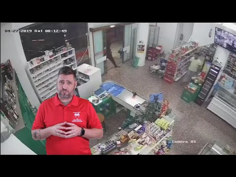 Victim Successfully Disarms The Robber
