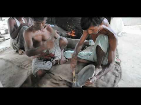 Bangladesh Metalworking – Scraping and Cutting.mov