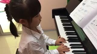 อะยูมิ  เล่นเพลง Tambourine Tune ค่ะ
