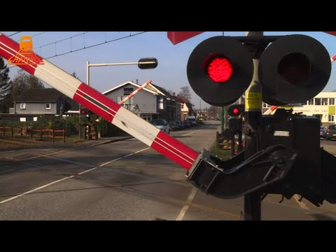 DUTCH RAILROAD CROSSING - Bunnink - Stationsweg photo