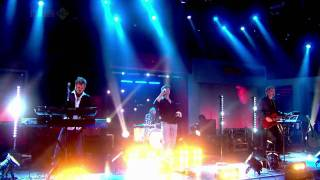 A-HA - The Sun Always Shines on TV (Live at Friday Night with Jonathan Ross) (HD)