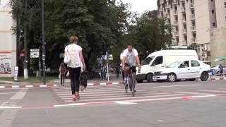 Zidul dizabilitatii, doborat la Botosani de doi biciclisti si de viceprimar Cosmin Andrei