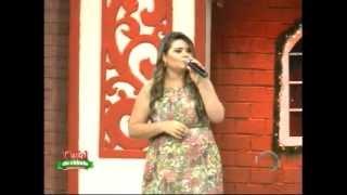 "Aline Cabral canta ""Bandeira do Divino"" no especial de Fé"