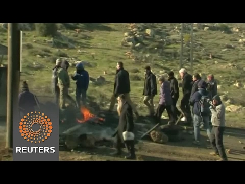 Israeli forces begin operation to evict settlers from illegal outpost