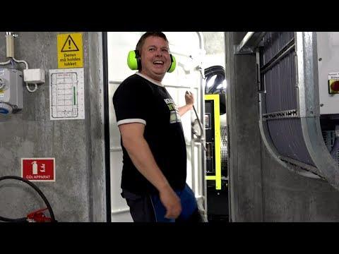 SinkabergHansen installerer batteripakke på oppdrettsanlegg