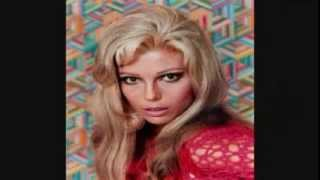Elusive Dreams - Nancy Sinatra & Lee Hazlewood.