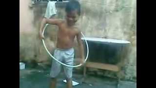 video engraçado-os meninos do bambolê