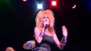 "Cyndi Lauper tribute band The True Colors - ""She Bop"" (live clip)"