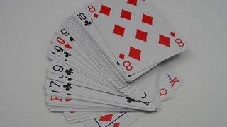 Mágica da adivinhação da carta escolhida no baralho. Execução da mágica.