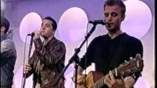 a1 - Caught In The Middle Live on TOTP