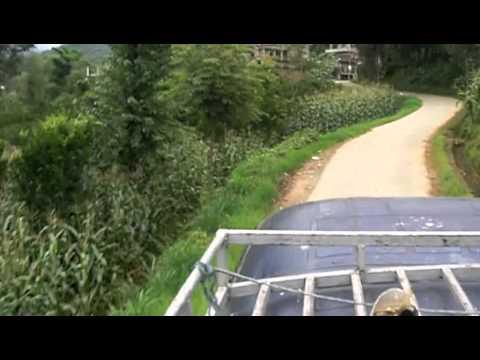 Sul tetto del bus in Nepal