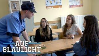 LEHRERIN verkauft DROGEN an SCHÜLER! | AUF BLAULICHT