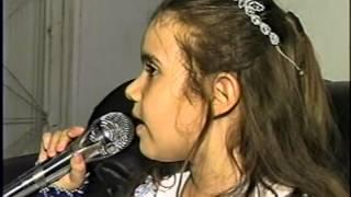 Rosane cantando música da  Sandy
