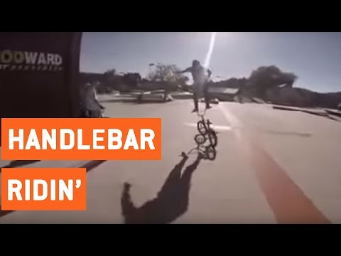 Mers pe bicicleta stand in picioare pe coarne