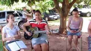 meninas cantando os  livros da Biblia  Hadassa,Leigh, Naara,Adna Claudia e Maria Zelandia