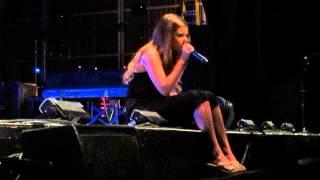 Jacquie Lee - Pretty Hurts (Live - The Voice Tour 2014)