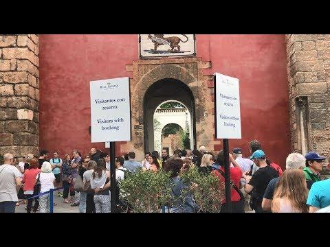 Long Lines at Alcázar, Sevilla