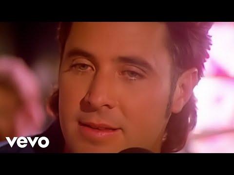 Loves Standin de Vince Gill Letra y Video