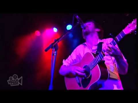 the-drones-the-drifting-housewife-live-in-sydney-moshcam-moshcam