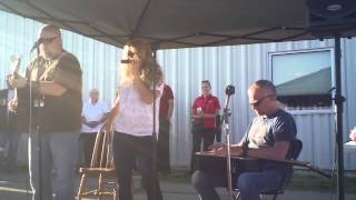 "Leah Seawright performs ""Dixie Daughter"" in Platteville, WI (WGLR)"