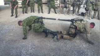 COOL VIDEO - One on One Soldier Tug of War, Canada vs USA!