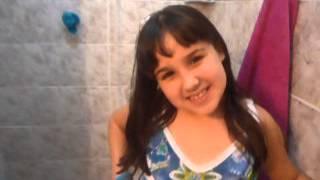 Menina tímida se transforma em Maria Joaquina do Carrossel