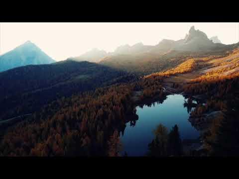 La luce dell'alba sul lago di Federa