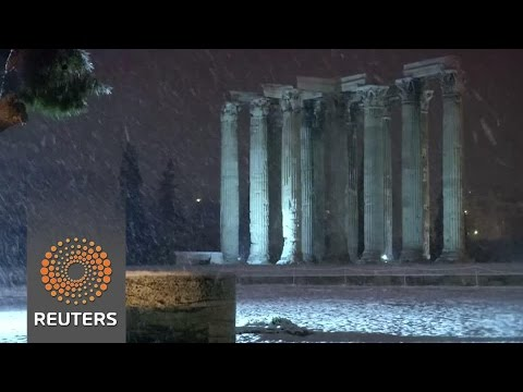 Snow blankets monuments in Greek capital