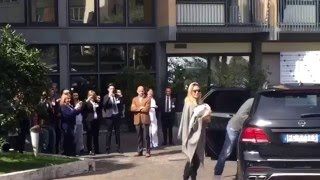 Totti e Ilary Blasi all'uscita dalla clinica dopo la nascita di Isabel