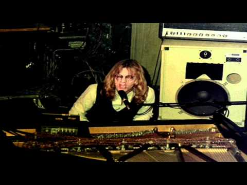 warren-zevon-mama-couldnt-be-persuaded-wmms-studio-on-october-13-1976-warrenzevonaddict