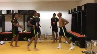 Jogadores dançando