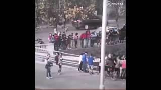 Ciclista cae en rio mapocho (FLAUTA TITANIC FAIL)