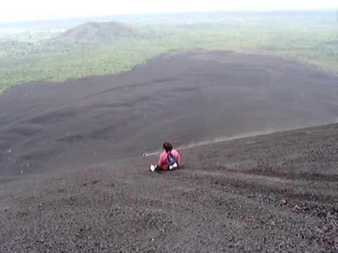 Nicaragua: Volcán Cerro Negro – Ada, Michelle y Alejandra – Arturo Zamora Cortés – junio 2009