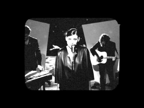 lykke-li-i-know-places-live-on-the-moon-lykke-li