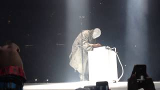 Kanye West fucking around and playing Runaway on the MPC
